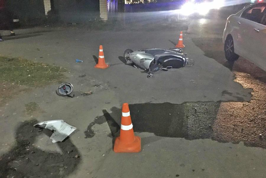 В Мичуринске столкнулись иномарка и скутер: пострадали два подростка