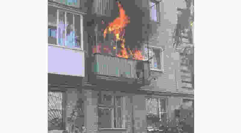 В районе старого вокзала Тамбова сгорел балкон «хрущёвки»