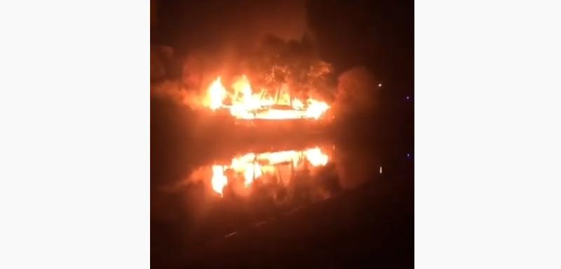 В Тамбове на берегу Цны сгорело здание старого кафе