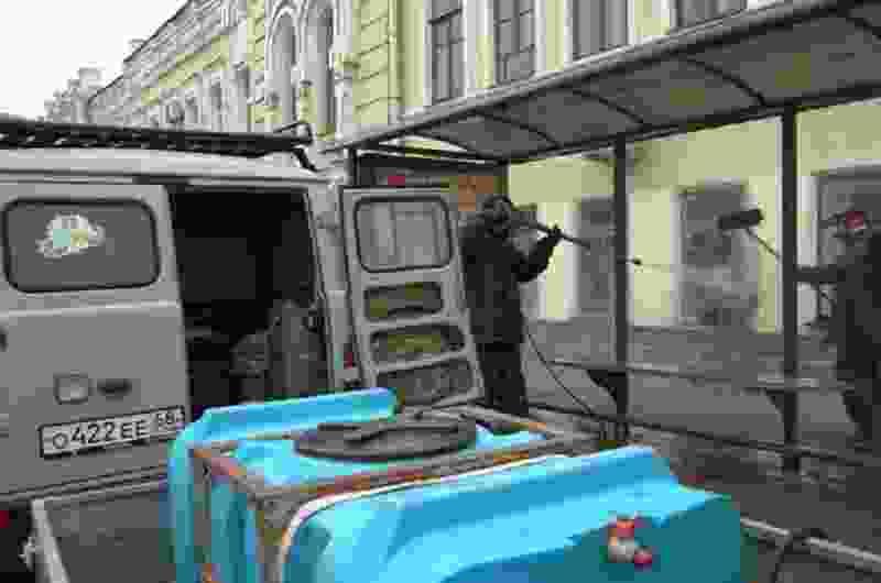 В Тамбове начали дезинфицировать автобусные остановки