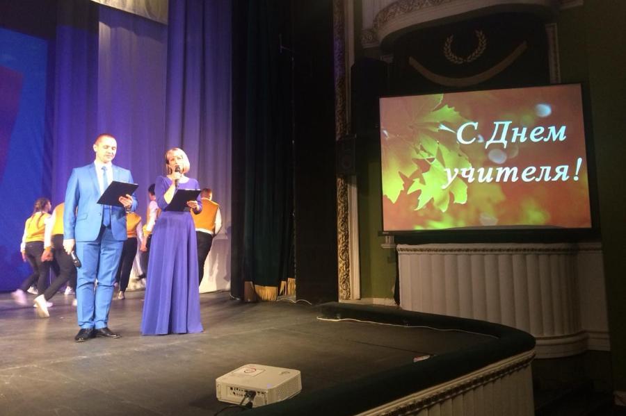 В Тамбове наградили лучших учителей и работников профобразования