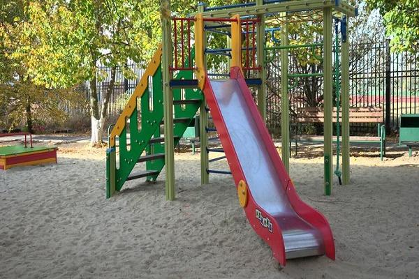 В Тамбове продолжается строительство и оборудование детских дворовых площадок