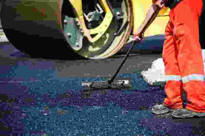 В Тамбове ремонтируют дороги на трёх улицах