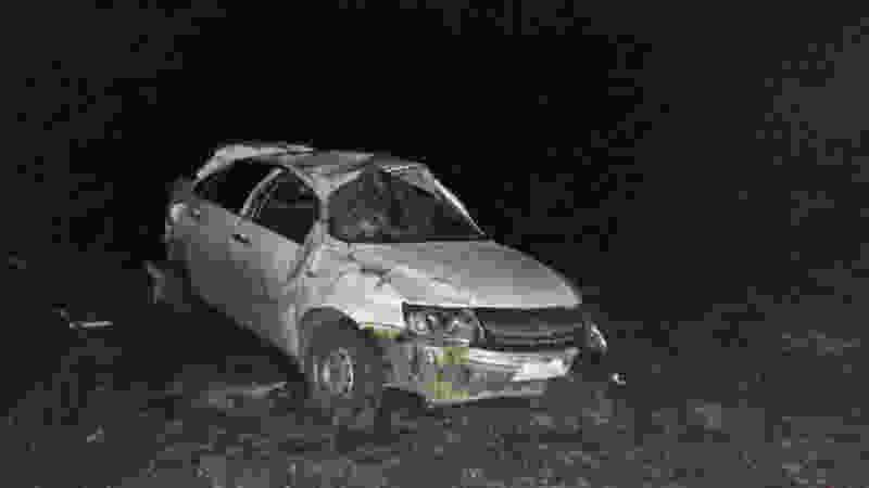 В Тамбовской области водитель «Лады» наехал на водоналивной блок и опрокинулся в кювет: мужчина погиб в машине скорой помощи