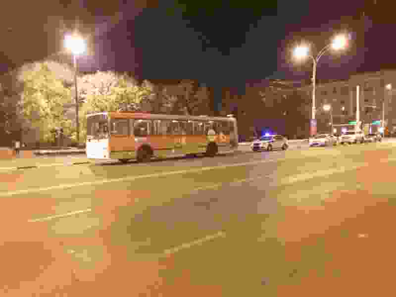 В центре Тамбова пассажирский автобус сбил подростка на велосипеде, который внезапно выскочил на дорогу