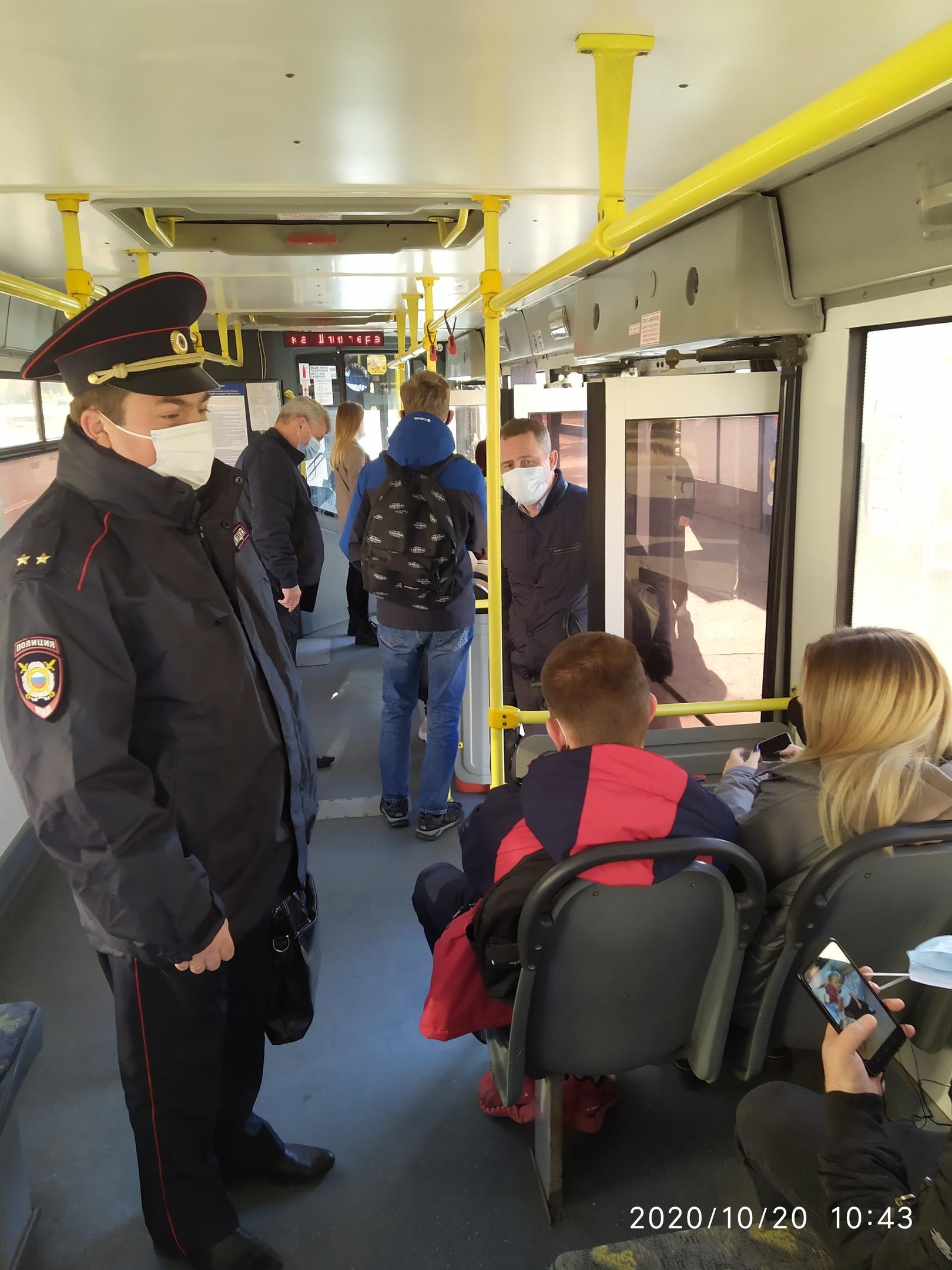 В восьми автобусах Тамбова выявлены нарушения масочного режима