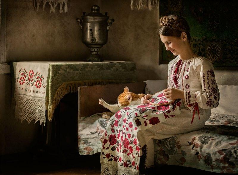 Жительница Тамбовской области хотела купить набор для вышивания и отдала свои деньги мошеннице из Оренбурга