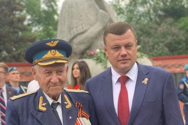Губернатор Александр Никитин выразил соболезнования всвязи суходом изжизни легендарного фронтовика Александра Боднара