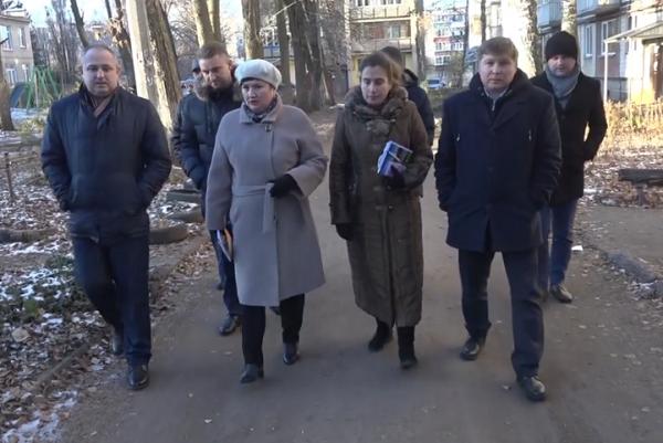 Максим Косенков проверил ремонт тамбовских дворов