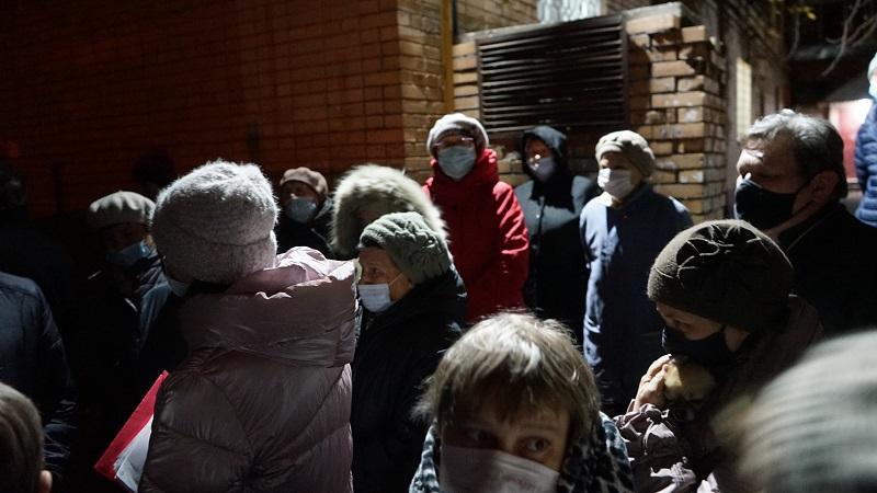 Максим Косенков встретился с жителями улицы Андреевской, обеспокоенными строительством магазина во дворе