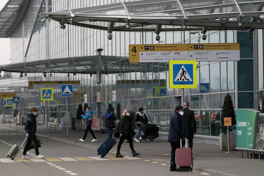 МИД России призывает отложить поездки за рубеж