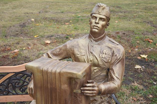 На Аллее Славы ТГУ установили памятник солдату-победителю