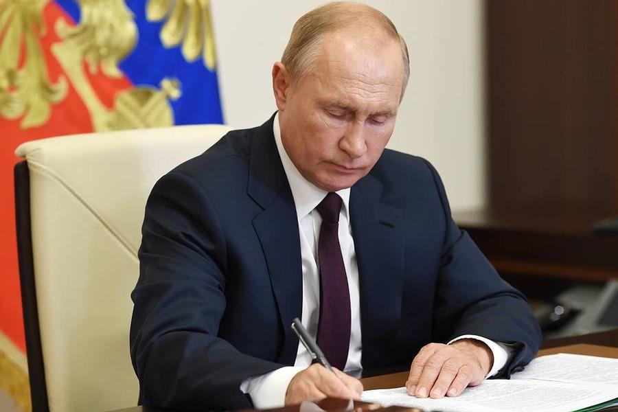 Путин назначил нового вице-премьера и пять федеральных министров