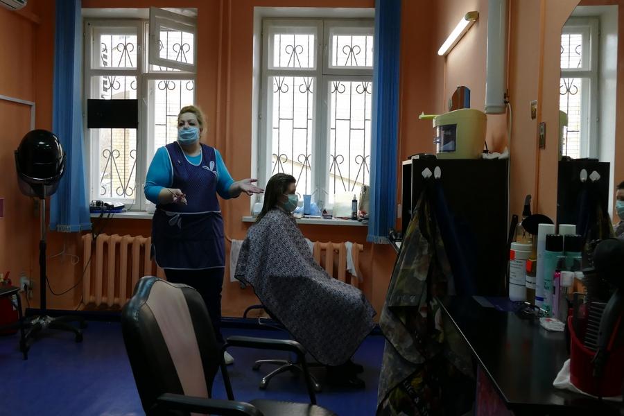 В котовских парикмахерских проверяют соблюдение масочного режима