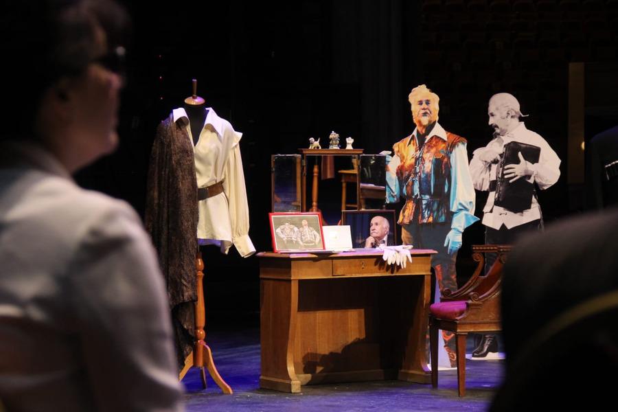 В мичуринский музей передали театральные вещи Владимира Зельдина