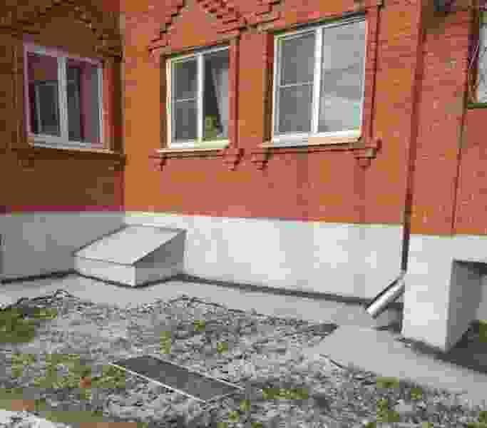 В Тамбове из окна многоквартирного дома выпала 4-летняя девочка