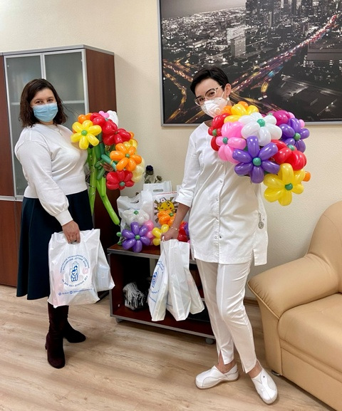 В Тамбове пациенток Перинатального центра поздравили с Днем матери