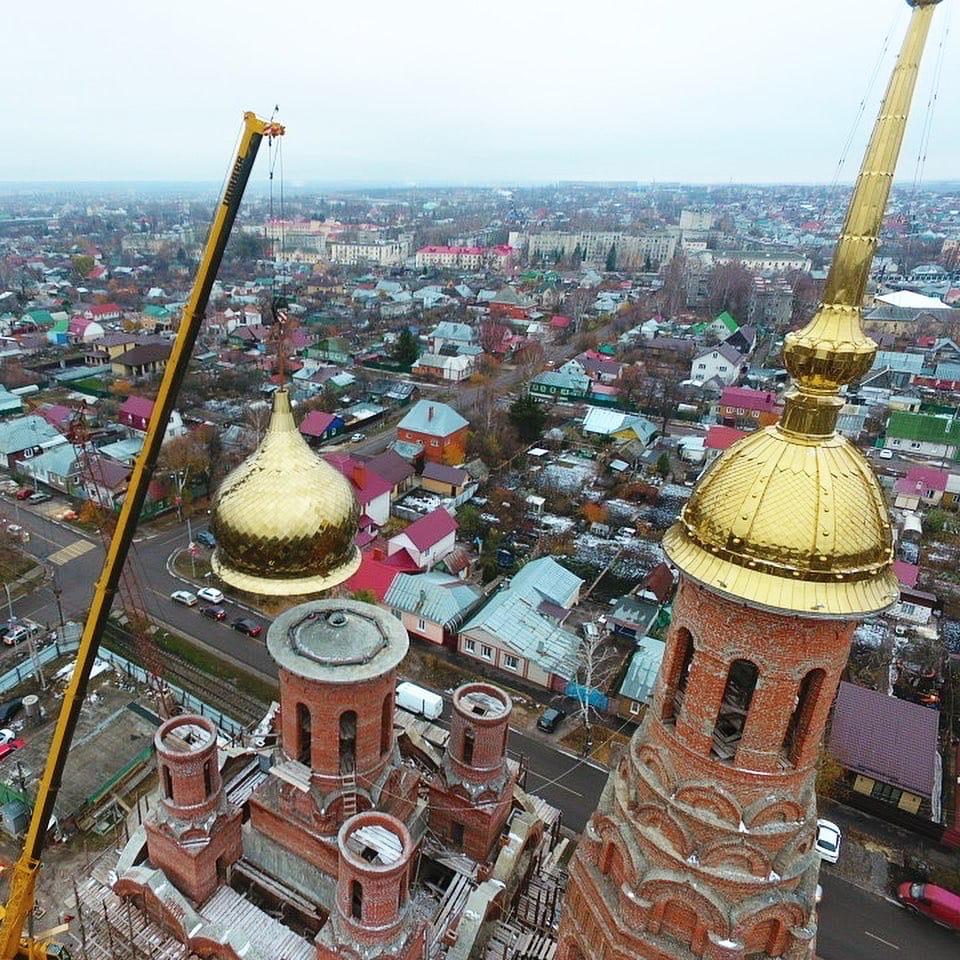 В Тамбове установили второй купол на храм Феофана Затворника