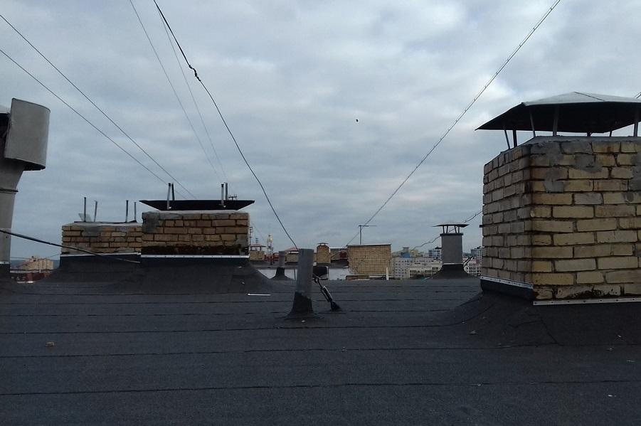 В Тамбове завершают ремонт кровли у многоэтажки на Интернациональной