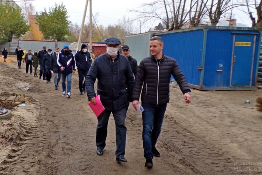 Вице-губернатор Арсен Габуев посетил строящуюся экотехношколу в Котовске