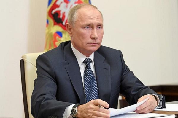 Владимир Путин продлил действие контрсанкций