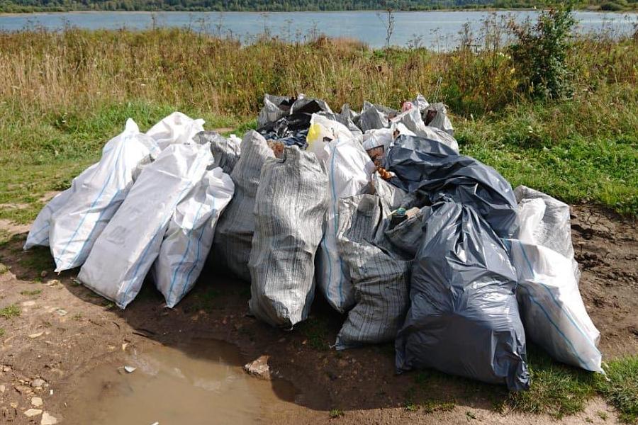 Возле тамбовских рек собрали 1,5 тысячи мешков мусора