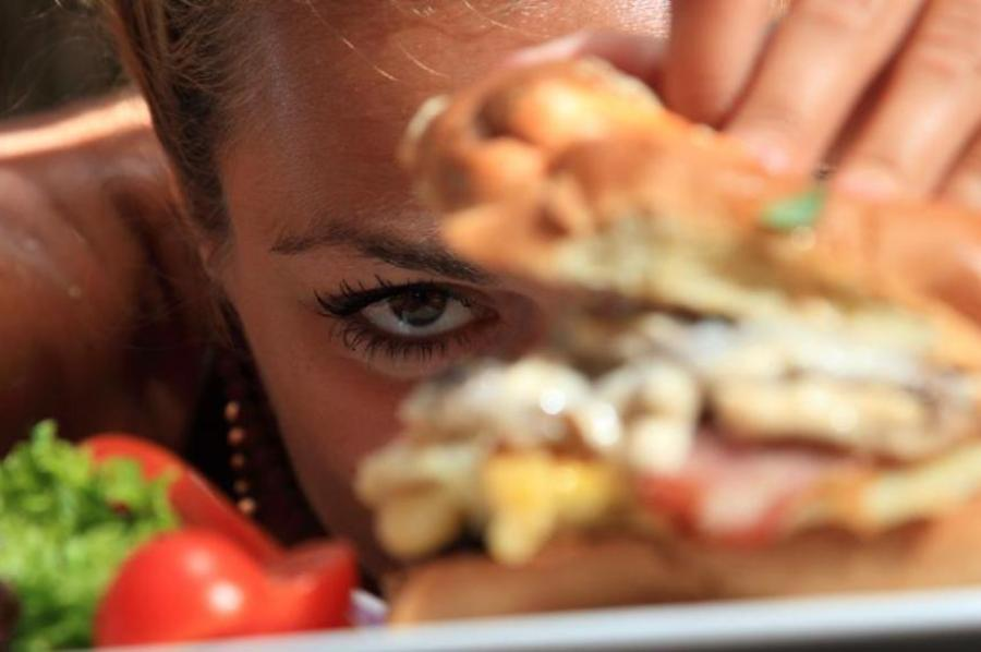 Врач предупредила женщин об опасности диет