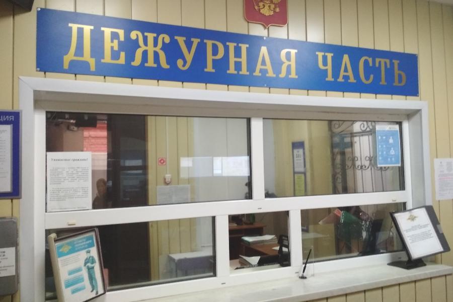 Житель Мичуринска разбил стеклянную стену остановки
