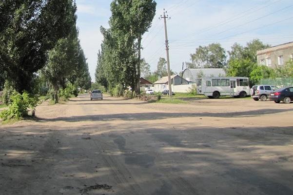 Жители Рассказово просят отремонтировать проходящую мимо центрального кладбища дорогу