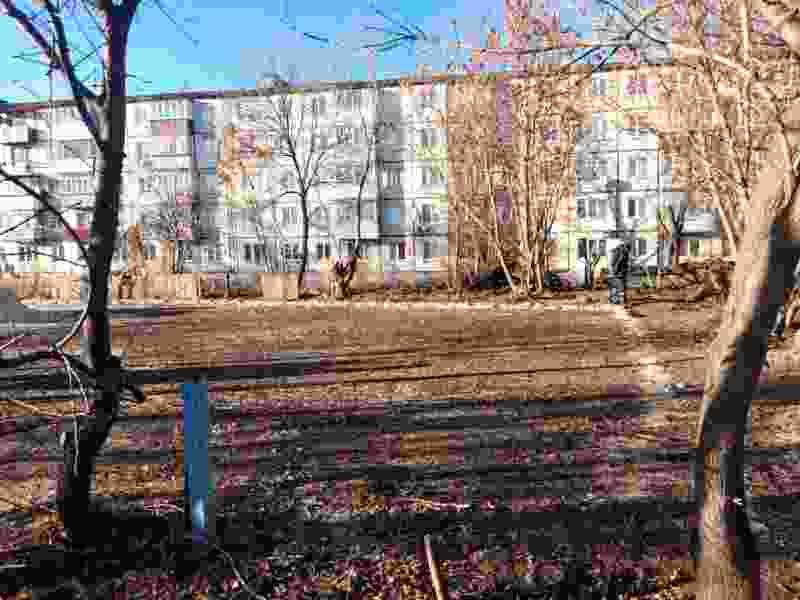 Администрация Тамбова обещает восстановить заброшенную детскую площадку на улице Франко