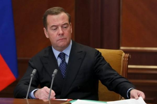 Дмитрий Медведев нашёл объясняющее все проблемы в России универсальное слово