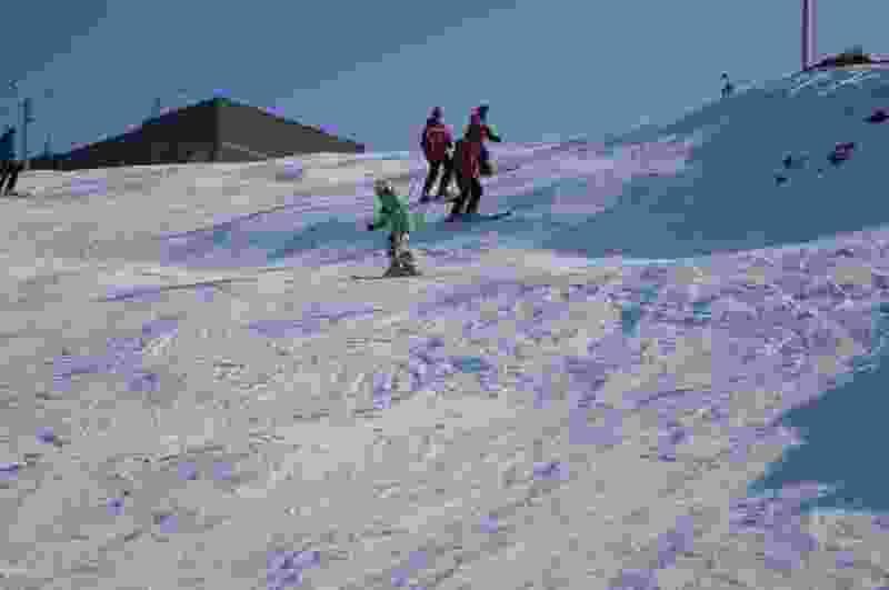 Горнолыжный спуск в Ласковском карьере в Тамбове засыпают искусственным снегом