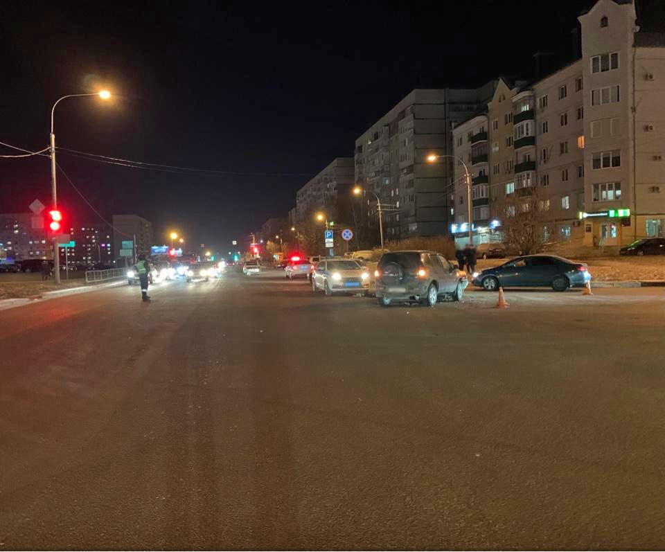 На севере Тамбова дорогу не поделили две иномарки: есть пострадавший