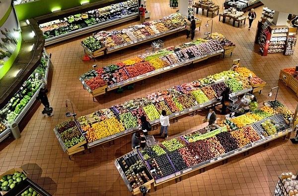 Путин потребовал решить вопрос с ценами на продукты на следующей неделе