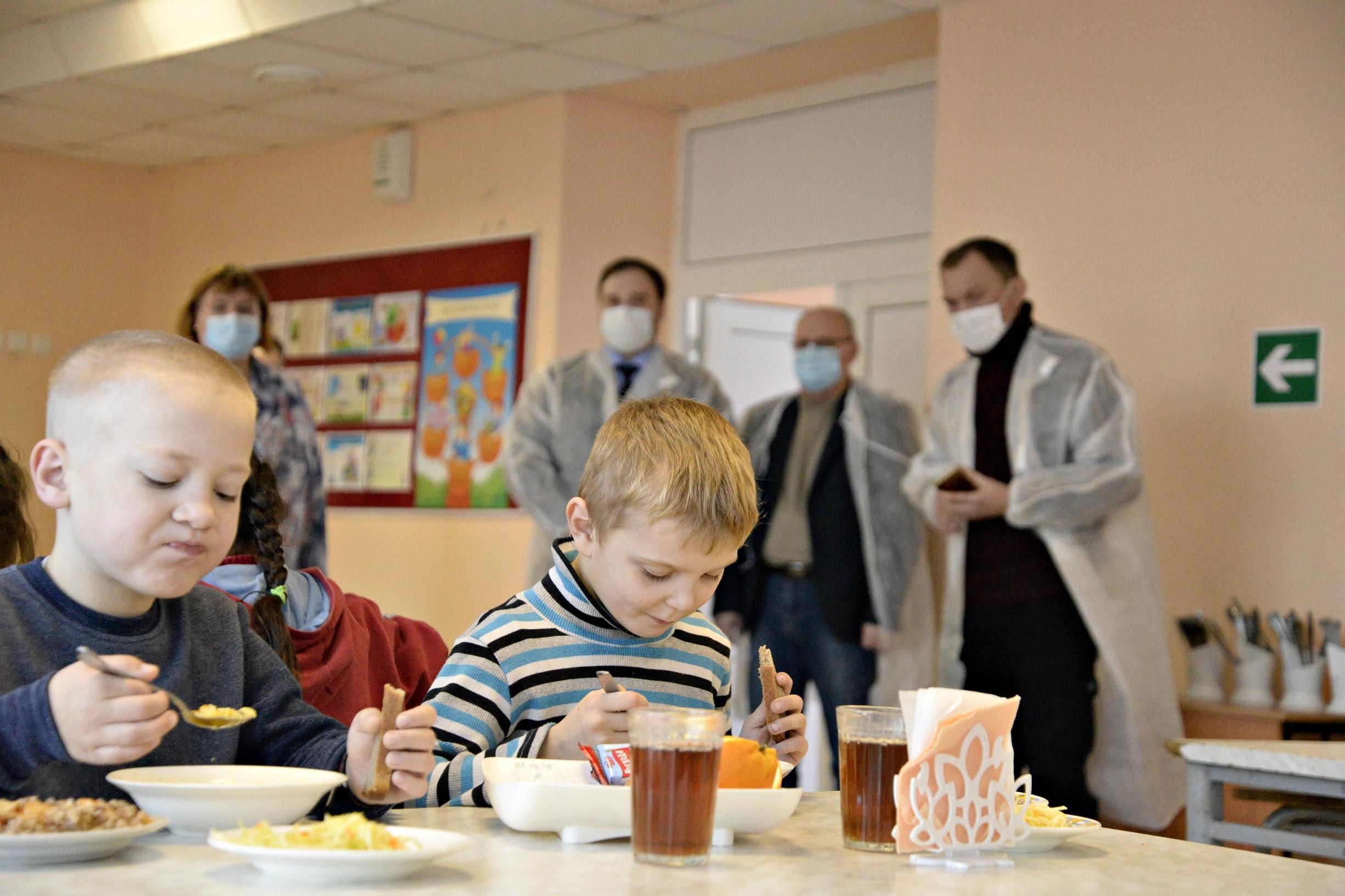 В Рассказовском районе проверили качество бесплатного школьного питания