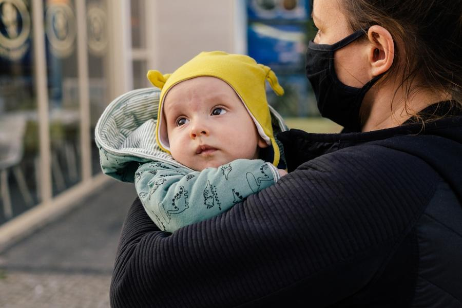 В России предложили ввести зарплату для матерей