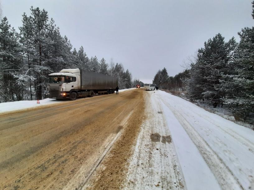 В Тамбовской области грузовик столкнулся с автобусом