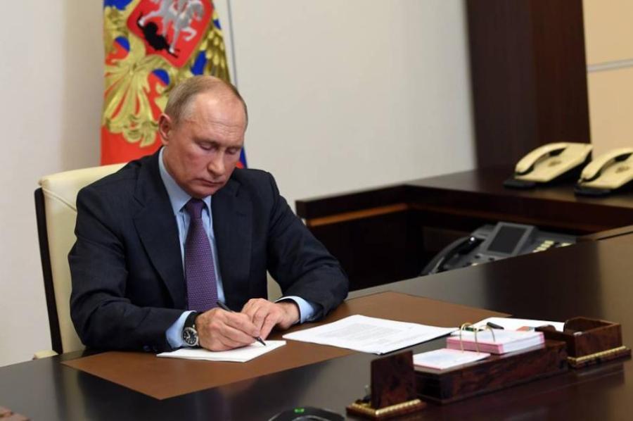 """Владимир Путин подписал закон """"об удаленке"""""""
