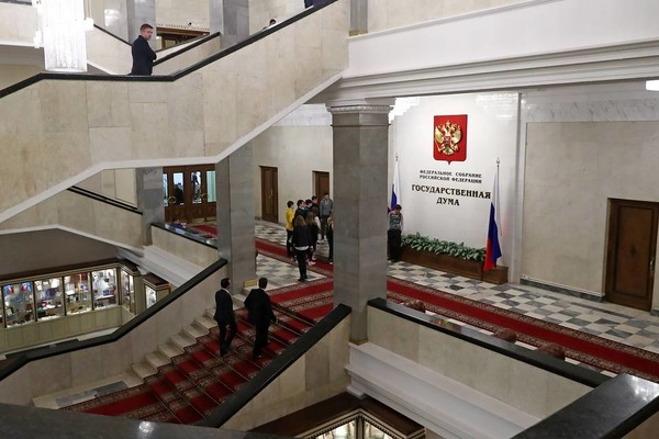 """Госдума приняла закон о штрафах за пропаганду """"веселящего газа"""""""