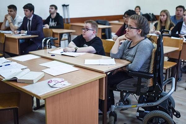 Инвалиды смогут бесплатно получить второе высшее образование