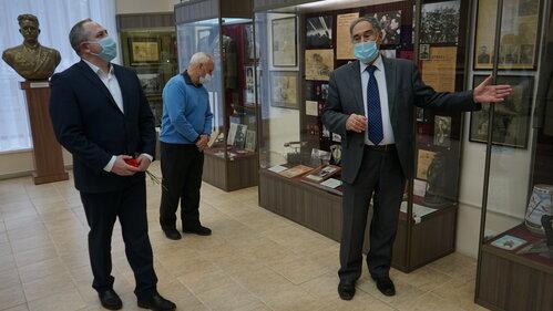 Максим Косенков посетил новую выставку в МВЦ