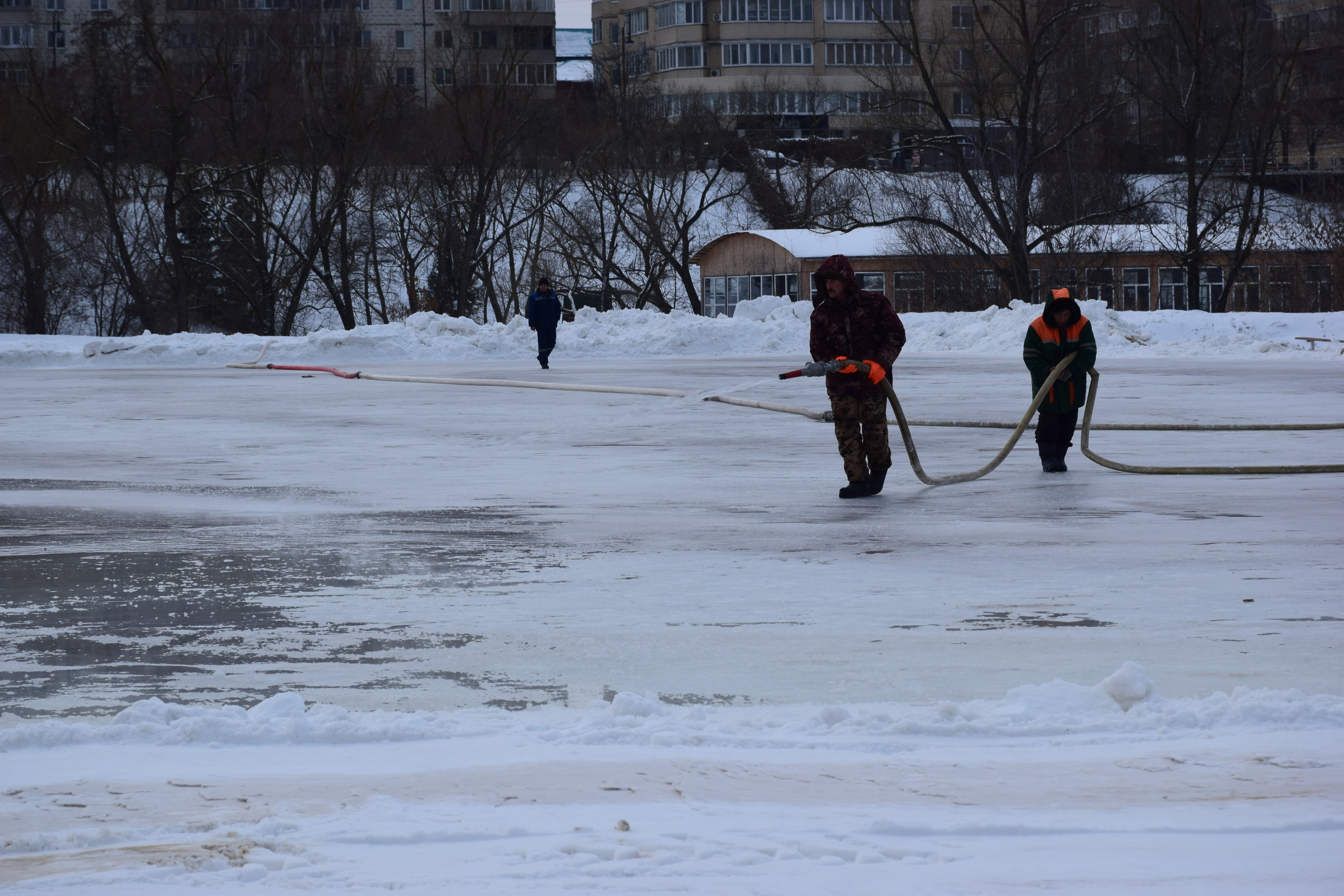 "На катке в парке ""Дружба"" обновили лёд"