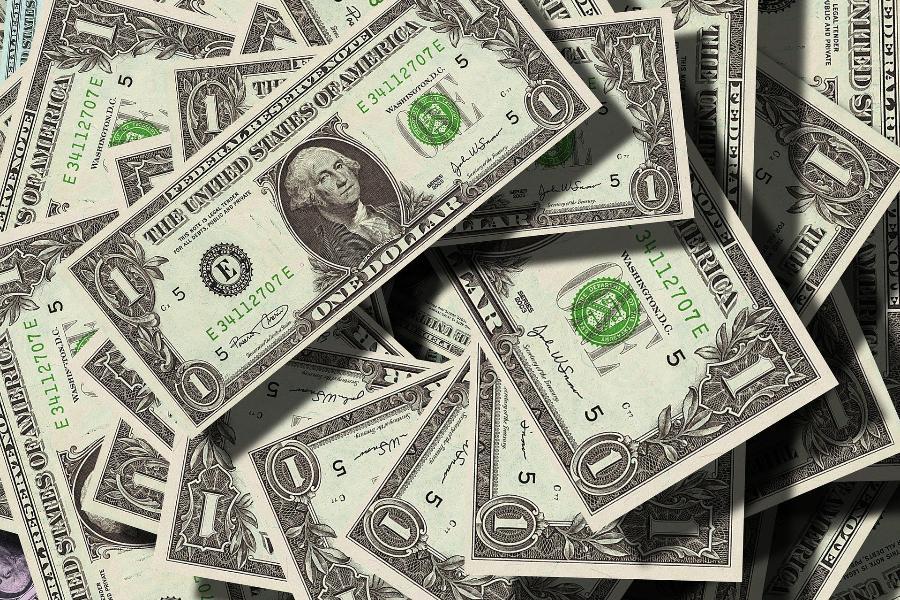 Получен прогноз стоимости доллара и евро на 2021 год