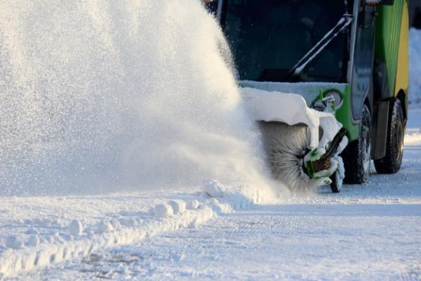 Прокуратура требует убрать снег во дворе многоэтажки в Мичуринске