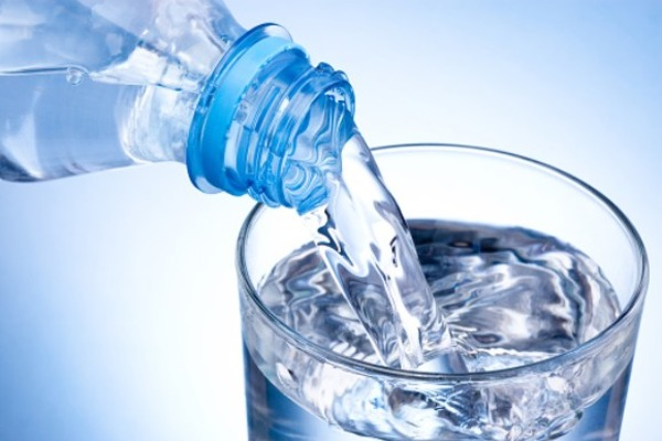 Роскачество нашло нарушения в 65 марках питьевой воды