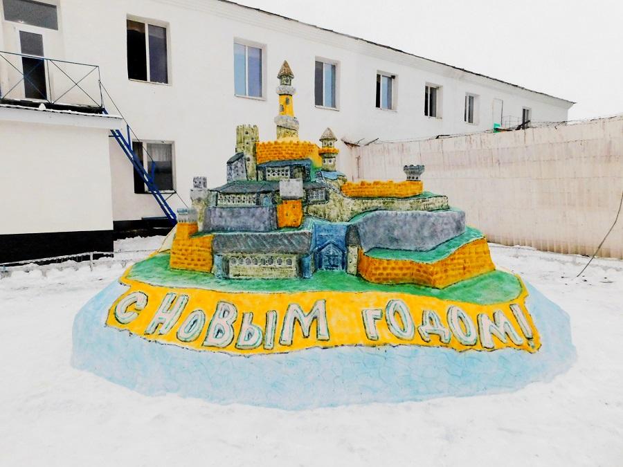 Тамбовские заключенные сделали скульптуры изо льда и снега