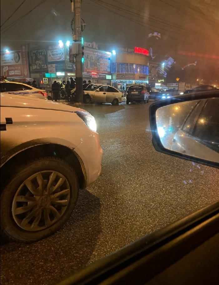 В Тамбове в ДТП на светофоре пострадали три человека