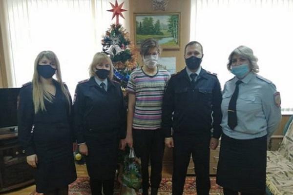 В Тамбовской области полицейские поздравили несовершеннолетних правонарушителей