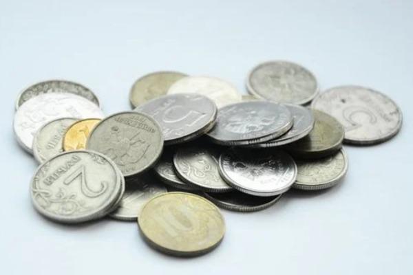 """Банкир назвал """"срок жизни"""" монет в России"""