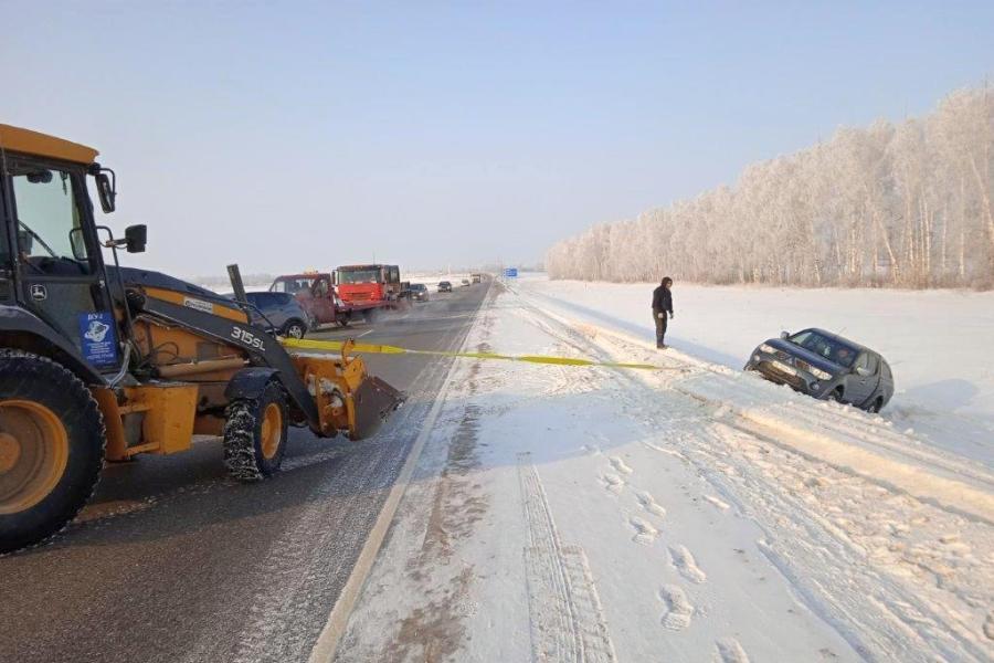 Дорожники помогли не замерзнуть водителю на трассе в Тамбовской области